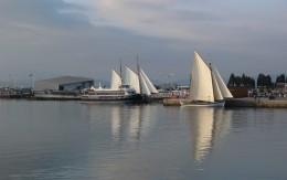 La Vuelta 2013 sale del puerto de Vilanova
